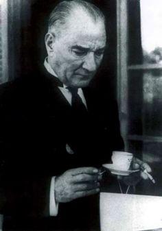 """2000'de ABD Başkanı'nın milenyum mesajında; """"Milenyumun hiç şüphe yoktur ki tek devlet adamı Mustafa Kemal Atatürk'tür. Çünkü o yılın değil asrın lideri olabilmeyi başarmış tek liderdir"""" denilmiştir."""