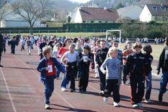 Marche solidaire aujourd'hui pour les élèves des écoles primaires de #Louviers. Bon courage à eux !