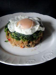 Migas de alheira com grelos: Adoro a combinação de grelos e alheira e se juntar um ovo entrelado então fica perfeito. Aqui usei alheira vegetariana , podem usar uma ao vosso ...