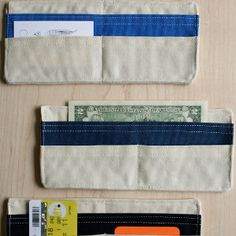 Surprise your husband with a Summertime Fabric Wallet that you sewed all by yourself. You can save some money by making DIY gifts for men like this fabric wallet. The sewing tutorial will show you how to make a fabric wallet. Purl Bee, Sew Wallet, Fabric Wallet, Crochet Wallet, Sewing Tutorials, Sewing Crafts, Sewing Projects, Tape Crafts, Diy Projects
