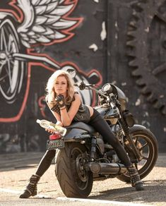 Bobber motorcycle girl harley davidson ideas for 2019 Motorbike Girl, Bobber Motorcycle, Motorcycle Outfit, Pin Up Motorcycle, Lady Biker, Biker Girl, Biker Photoshoot, Motard Sexy, Motos Harley Davidson