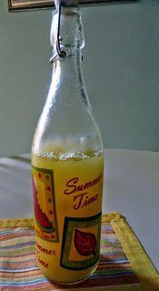 500 ml. acqua, 40 gr. di zucchero, il succo di un limone, 200 gr. di polpa d'ananas matura. Nel boccale inserire acqua e zucchero e ...