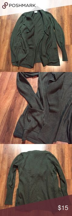 Gray/Green Fly Away Cardigan with Pockets 🌟Very Good Used Condition - very minor pilling under arms but I will use the depiller before sending.  Super soft, pockets give it an extra detail.  Can dead up or down.  Always laid flat to dry Old Navy Sweaters Cardigans