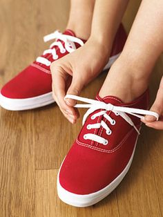 Do your shoelaces always come untied? Try this reef knot - it's more stable than a traditional granny knot