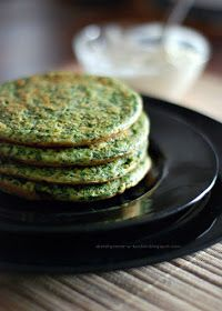 Spinach pancakes by dietetycznefanaberie Veggie Recipes, My Recipes, Vegetarian Recipes, Snack Recipes, My Favorite Food, Favorite Recipes, Good Food, Yummy Food, Love Eat