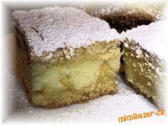 Hrníčkové řezy s jablky. TĚSTO:3 hrnky hlad mouky,1 hrnek ml.cukru,1 vejce a 1 žloutek,2 vanil cukry,1 prdopeč,citron kůra a trochu citr.šťávy,1Hera . NÁPLŇ:3 vanil pudinky,3 hrnky mléka 5 PL cukru a 4 velká jablka na plátky. Změklý tuk se všemi ingrediencemi spracujeme v těsto.rozdělíme na polovinu a necháme odpočinout .Zatím si nachystáme jablíčka a plech-Rozválíme půlku těsta ,na které dáme plátky jablek.Uvaříme pudink a vřelý ho nalejeme na jablka a přikryjeme druhou půlkou těsta…