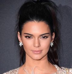 Kendall Jenner's DIY acne mask involves two ingredients you likely have in your kitchen right now Kendall Jenner Estilo, Kendall Jenner Photos, Kendall And Kylie, Kendall Jenner Outfits, Kendall Jenner No Makeup, Kendall Jenner Estee Lauder, Kendall Jenner Eyebrows, Jenner Makeup, Celebrity Hairstyles