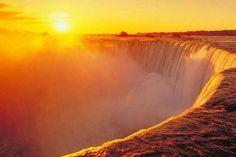 Salida del Sol en las Cataratas del Niágara, Canadá.