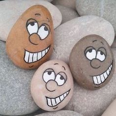 Painted Rocks // Paint & over 127 AMAZING ideas for rock painting . - Painted Rocks // Paint & over 127 AMAZING ideas for rock art - painting ideas easy Painted Rock Animals, Painted Rocks Craft, Hand Painted Rocks, Painted Pebbles, Painted Stones, Rock Painting Patterns, Rock Painting Ideas Easy, Rock Painting Designs, Paint Ideas