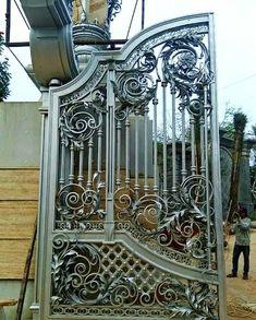 Front Gate Design, Main Gate Design, Door Gate Design, Metal Gates, Wrought Iron Doors, Power Hammer, Front Gates, Iron Work, Metal Furniture