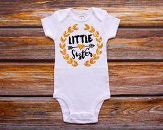 Little Sister Shirt Big Sister Shirt Sibling Shirts Sister Shirt Pregnancy Announcement Shirt Baby Announcement Shirt #21 di HauteBelliesShop su Etsy https://www.etsy.com/it/listing/215769894/little-sister-shirt-big-sister-shirt