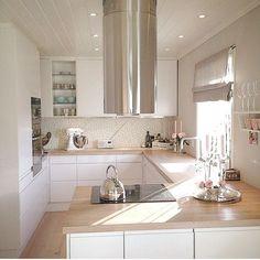 27 Kitchen Remodel Ideas On A Budget Small Space Kitchen, Kitchen Room Design, Open Plan Kitchen, Modern Kitchen Design, Living Room Kitchen, Kitchen Layout, Home Decor Kitchen, Kitchen Interior, Home Kitchens