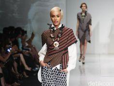 Tantangan Mengolah Lurik Jadi Busana Modern Menurut Para Desainer