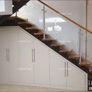 Risultati immagini per como aprovechar placard bajo escalera Home Stairs Design, Home Room Design, House Design, Closet Under Stairs, Under Stairs Cupboard, Desk Under Stairs, Living Room Partition Design, Room Partition Designs, Staircase Storage