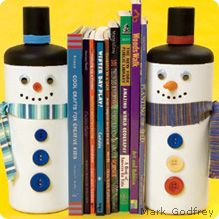 snowmen bookends made from recycled shampoo bottles- I'd use pepsi bottles for size and shape Holiday Crafts, Fun Crafts, Crafts For Kids, Frosty The Snowmen, Snowman, Shampoo Bottles, Craft Activities, Holiday Activities, Upcycled Crafts