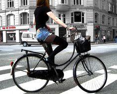 50 ideas for bike riding fitness woman bicycle girl Bicycle Women, Bicycle Girl, Glitter Wallpaper Iphone, Beach Cruiser Bikes, Beach Cruisers, Chicks On Bikes, Cycle Chic, Bike Style, Bmx Bikes