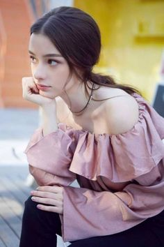 Beautiful celebrities and starlets. Actresses, singers, models and more! Girl Face, Woman Face, Pretty People, Beautiful People, Beautiful Women, Photographie Portrait Inspiration, Western Girl, Girls Image, Ulzzang Girl