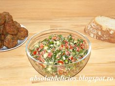 Absolut Delicios: SALATA TABBOULEH Tabouli Salad Recipe, Salad Recipes, Lebanese Tabbouleh, Roasted Meat, How To Squeeze Lemons, Salad Bowls, Couscous, Appetizers, Cooking Recipes