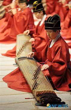 Indícame, Señor, tu camino y guíame por un sendero llano, porque tengo muchos enemigos. Royal Musicians--Kayagum