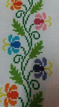 This Pin was discovered by iğn Cross Stitch Boarders, Cross Stitch Bookmarks, Cross Stitch Rose, Cross Stitch Flowers, Cross Stitch Designs, Cross Stitching, Cross Stitch Embroidery, Embroidery Patterns, Hand Embroidery