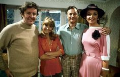 The Good Life: Classic sitcom about a middle class couple who decide to turn their home into a self-sufficient farm, starring Richard Briers, Felicity Kendal, Penelope Keith and Paul Eddington British Tv Comedies, Classic Comedies, British Comedy Films, English Comedy, British Actors, Richard Briers, Penelope Keith, Felicity Kendal, Life Tv