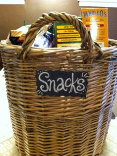 Easy Chalkboard Labels - I luv the basket & the wire for the label. I wanna use this in my pantry next week ;)