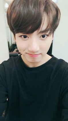 jungkook's new selca on twitter (IM NOT OKAY)