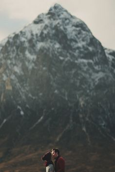 couple kissing people sky landscape favorite mountains vertical vert c1v