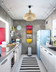 Modern galley kitchen designs to inspire your kitchen remodel. Find layout ideas for a narrow kitchen, plus inspiration for larger open plan galley kitchens. Home Decor Trends, Retro Kitchen, Trending Decor, Interior, Kitchen Design Small, Eclectic Kitchen, Kitchen Remodel, Retro Home Decor, Home Decor