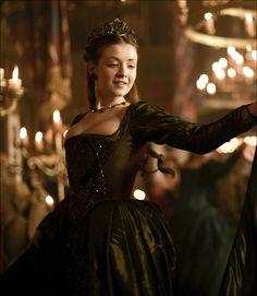 """Adorei essa imagem Sara Bolger como Mary Tudor na série """"The Tudors"""". Tudor Costumes, Period Costumes, Movie Costumes, Tudor Dress, Medieval Dress, Tudor Fashion, Medieval Fashion, Anne Boleyn, Tudor Series"""
