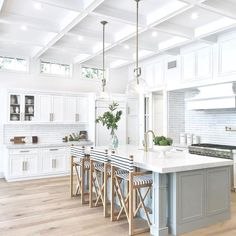15 Best Of Farmhouse Kitchen Decorating Design Ideas - Below are several best thoughts in adorning your farm-house cooking area attractively. Colour will be a Amazing Concept Your own kitchen. Diy Kitchen Cabinets, Kitchen Furniture, Kitchen Backsplash, Kitchen Fixtures, Kitchen Hacks, Kitchen Sink, Kitchen Makeovers, Oak Cabinets, Kitchen Pantries