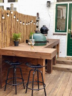 Outdoor kitchen with Big Green Egg - Selfmade outdoor kitchen with integrated B. Outdoor kitchen w Table Big Green Egg, Big Green Egg Outdoor Kitchen, Small Outdoor Kitchens, Outdoor Kitchen Bars, Backyard Kitchen, Green Eggs, Outdoor Dining, Green Kitchen, Outdoor Bars