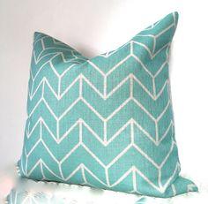 Lugar de agosto presenta nuestro colchón geométrica en un precioso azul claro y…