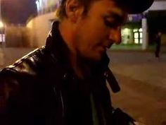 This is soooo cute!!! This is why We luv Shan! I could eat him up! Shannon Leto outside GIAN Sheffield (2008)