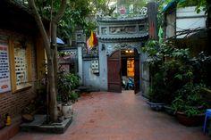 La Vieille Ville d'Hanoi. En cours d'écriture.                 Retrouvez nos photos du quartier du Vieux Hanoi. Hanoi, Photos Du, Vietnam, Old Town