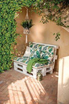 Decora tu vuelta al trabajo Balcony decor, Apartment porch, Outdoor wood furniture, Outdoor furnitur Pallet Patio Furniture, Garden Furniture, Diy Furniture, Furniture Makeover, Furniture Layout, Modern Furniture, Pallet Daybed, Pallet Seating, Balcony Furniture