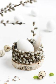 Верба - символ новой жизни, весны и тепла. Можно поставить её в вазу, а можно использовать более креативно ! #декор #верба #хендмейд