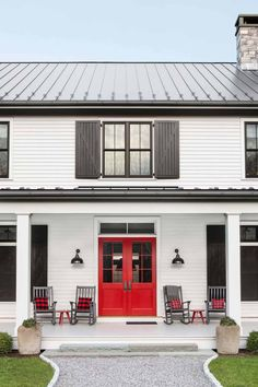 Eclectic modern farmhouse with unexpected pops of color in New York Crisp Architects along with Change & Co. designed this eclectic modern farmhouse as a weekend retreat for a young family in upstate New York. Farmhouse Front Porches, Modern Farmhouse Exterior, Modern Farmhouse Style, Rustic Farmhouse, Farmhouse Door, Farmhouse Remodel, Door Design, Exterior Design, Exterior Colors