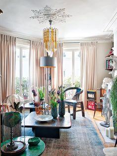 El piso de Stéphane Oliver: techo con molduras