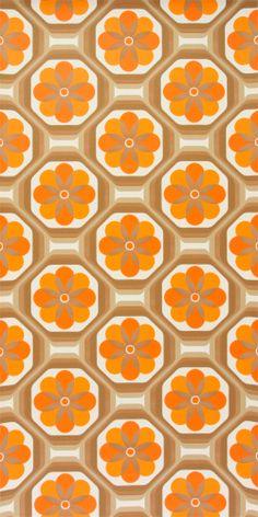 toller 70er Jahre Tapete in orange. Geometrie trifft Blume