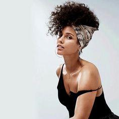 Trending Hairstyle: Permed curly hair @aliciakeys