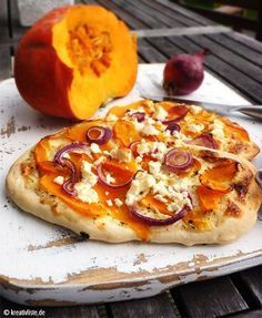 Pumpkin recipe: Hokkaido feta flatbread- Kürbis-Rezept: Hokkaido-Feta-Fladen Flatbread with hokkaido and feta - Seafood Recipes, Mexican Food Recipes, Pizza Recipes, Shellfish Recipes, Pizza Recipe Without Oven, Pumpkin Recipes, Vegetarian Meals, Food Inspiration, Love Food