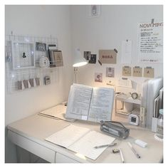 Room Design Bedroom, Room Ideas Bedroom, Bedroom Decor, Study Room Decor, Cute Room Decor, Hipster Room Decor, Study Corner, Desk Inspiration, Desk Inspo