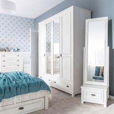 """Hlavní ikonou celé ložnice je velká skříň, kam dáte mnoho oblečení. Ložnice je designový skvost a skvělá volba pro mladou """"teennagerku"""" nebo pár. Sektorový nábytek. Vysněný dům. Luxusní. Home decor. Inspirace. Tohle není Ikea. Entryway, Provence, Ikea, Furniture, Design, Home Decor, Products, Houses, Entrance"""