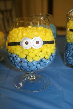 Des pots de bonbons en minion :) marie-isabelle
