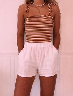 outfits 11 VSCO summer outfit ideas that you can copy right away - Design & Roses 26 Photo ., Outfit ideas - outfits 11 VSCO summer outfit ideas that you can copy immediately - Design & Roses # can # copy Summer Outfits Women, Teen Fashion Outfits, Look Fashion, Winter Outfits, Girl Outfits, Travel Outfits, Cute Outfits For Summer, Cute Summer Clothes, Outfit Summer