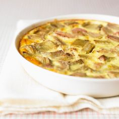 Découvrez la recette Clafoutis rhubarbe minceur sur cuisineactuelle.fr.
