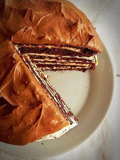 Tort cu crema mascarpone si caramel - Dulciuri fel de fel Baking Recipes, Cake Recipes, Dessert Recipes, Something Sweet, Diy Food, Cake Cookies, Amazing Cakes, Food And Drink, Favorite Recipes