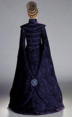 This costume is simply amazing. Design by Trisha Biggar