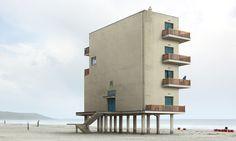 Filip Dujardin fotí architekturu a přetváří ji ve fikce